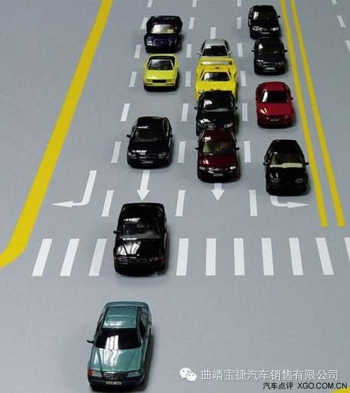 ③挂空档;④转动钥匙到Ⅱ档后停5秒钟,让汽车电子系统上电自检,启动
