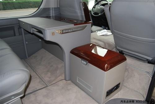 进口丰田海狮面包车座椅构造更符合人体曲线