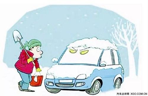 开车前     在开车前要清除汽车挡风玻璃,大灯,后视镜上的积雪和脏污