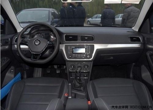大灯开关以及高度调节旋钮依然还安放在了主驾驶位的左手边,大尺寸的